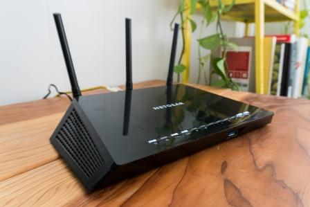 Router-na-stole