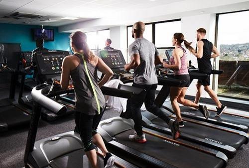 Bežecké-pásy-vo-fitness-centre