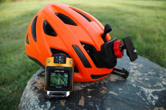 Outdoorová-kamera-na-helme