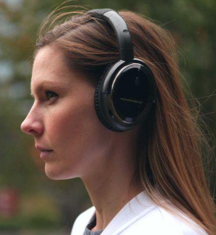 Oblouková-sluchátka-nasazená
